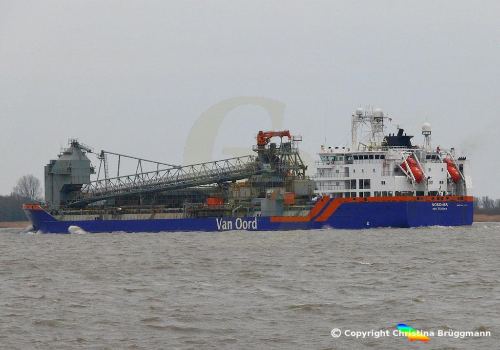 Fallrohrschiff/ Bulkcarrier NORDNES, Elbe 06.03.2019,  BILD 6