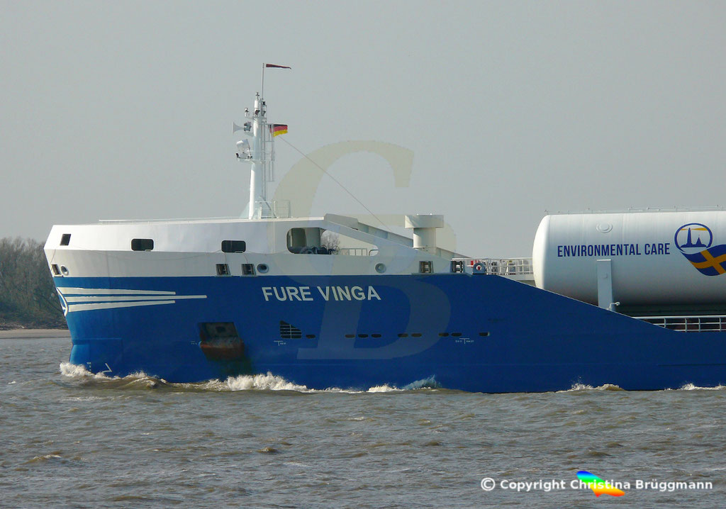 Öl-/Chemietanker FURE VINGA, Elbe 02.04.2019,  BILD 5