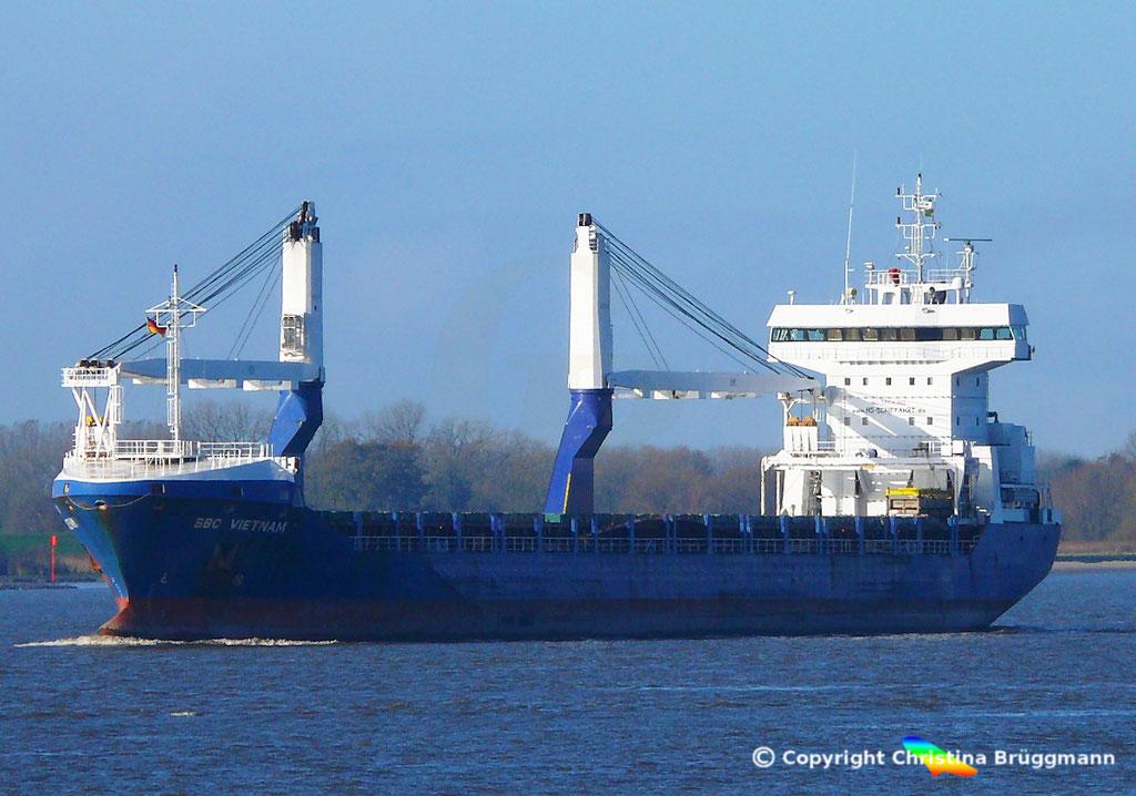 """Multi Purpose Heavy Lift Vessel """"BBC VIETNAM"""" auf der Elbe am 06.11.2017"""