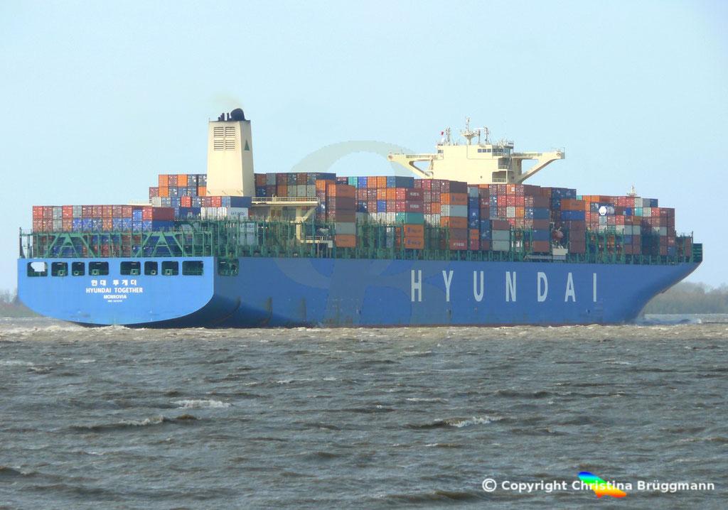 """Containerschiff """"HYUNDAI TOGETHER"""" 01.04.2015  Elbe / BILD 5"""