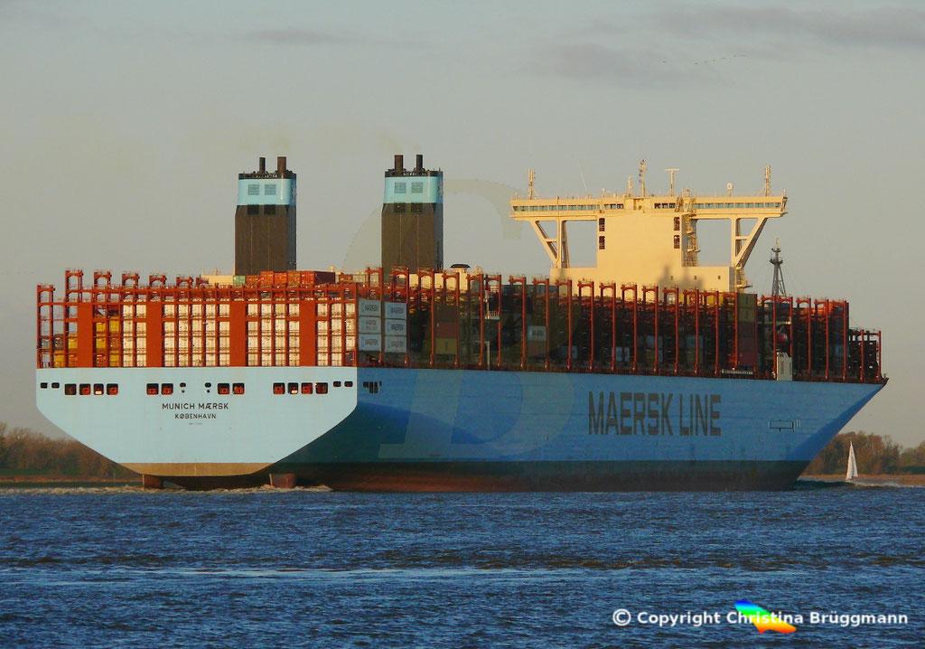 Containerschiff MUNICH MAERSK, Elbe 30.10.2017, BILD 7