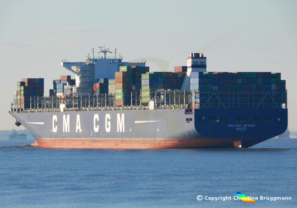 Containerschiff CMA CGM NEVADA, Elbe 19.04.2017, BILD 7
