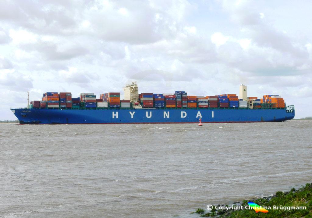 """Containerschiff """"HYUNDAI SPEED""""  Elbe 13.04.2015, BILD 1"""