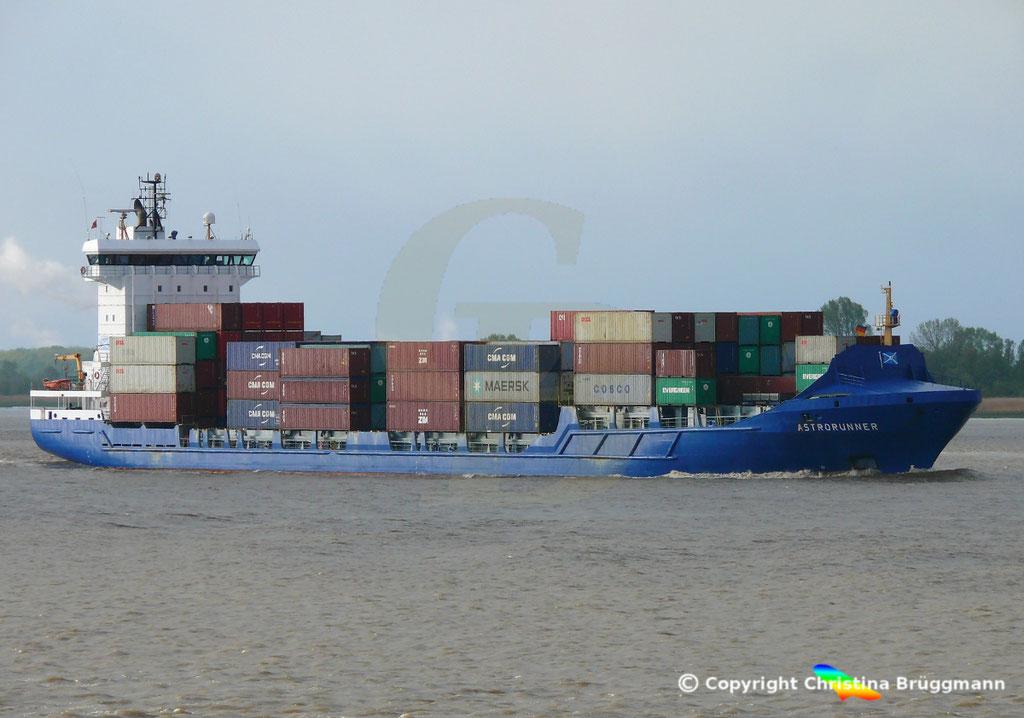 Containerschiff ASTRORUNNER, Elbe 04.05.2019 /  BILD 2