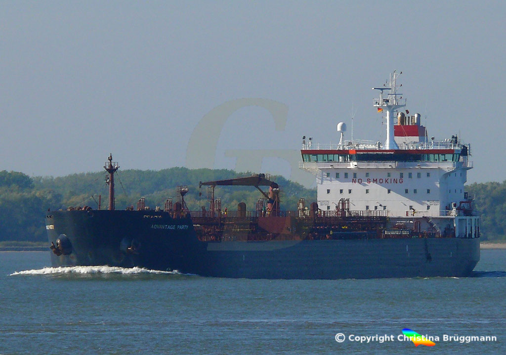 Tanker ADVANTAGE PARTY, Elbe 05.10.2018,  BILD 2