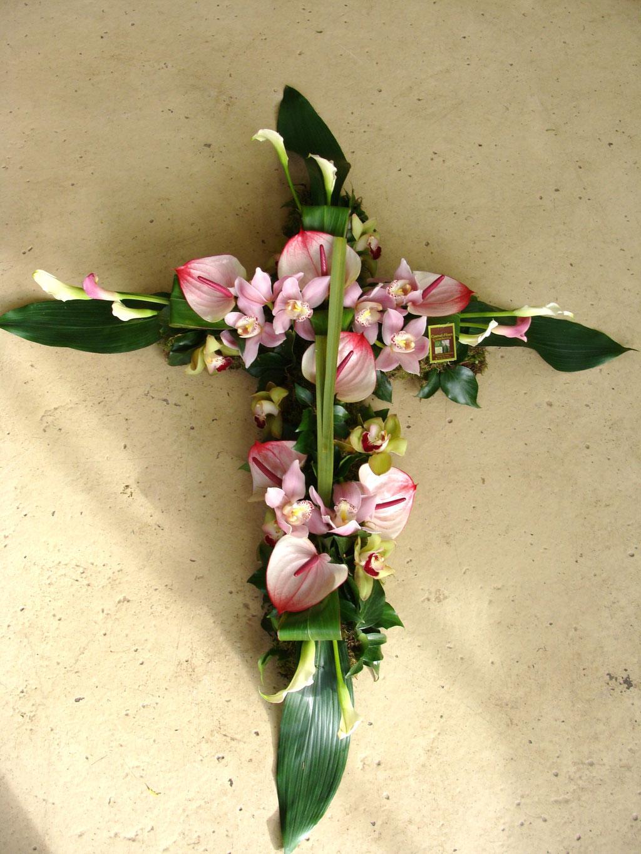 C7-La Croix moderne en fleurs variées