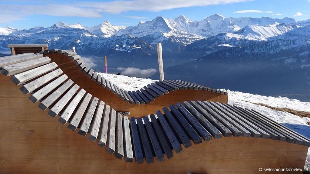 sowie nach Süden - auf die imposanten Eiger, Mönch und Jungfrau.