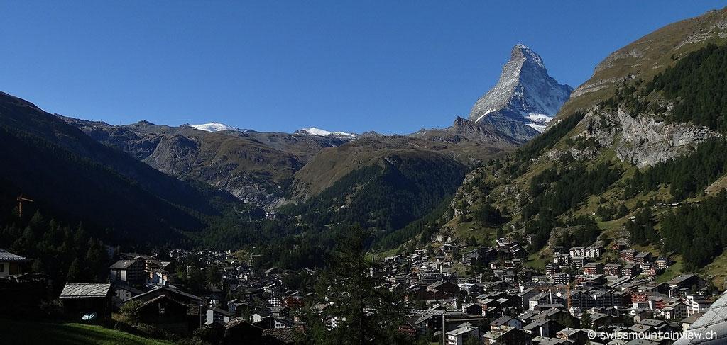 Nach einem wunderbaren Frühstück fahren wir von Zermatt mit der unterirdischen Standseilbahn in nur 3 Minuten hinauf nach Sunnegga 2288 m ü. M.