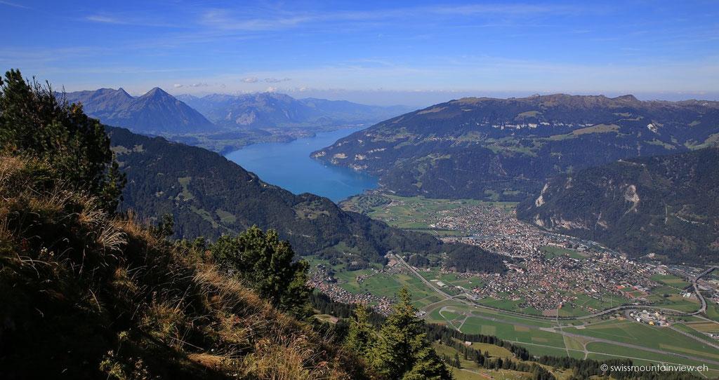 In der Mitte der beiden Seen liegt Interlaken.