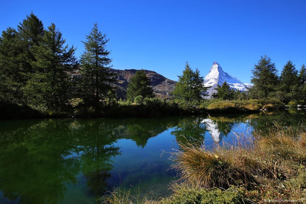 Auch vom Grindjisee geniesst man einen wunderschönen Blick aufs Matterhorn