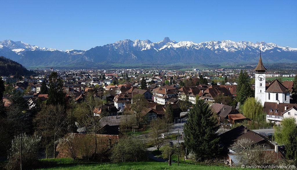 Steffisburg bei Thun, Blick Richtung Kirche und Stockhornkette, Berner Oberland - Bernese Oberland