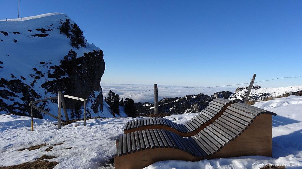 Mitten auf dem Panoramaweg - diese herrliche Überraschung. Mit dem Blick Richtung Norden auf das Nebelmeer des Mittellandes,