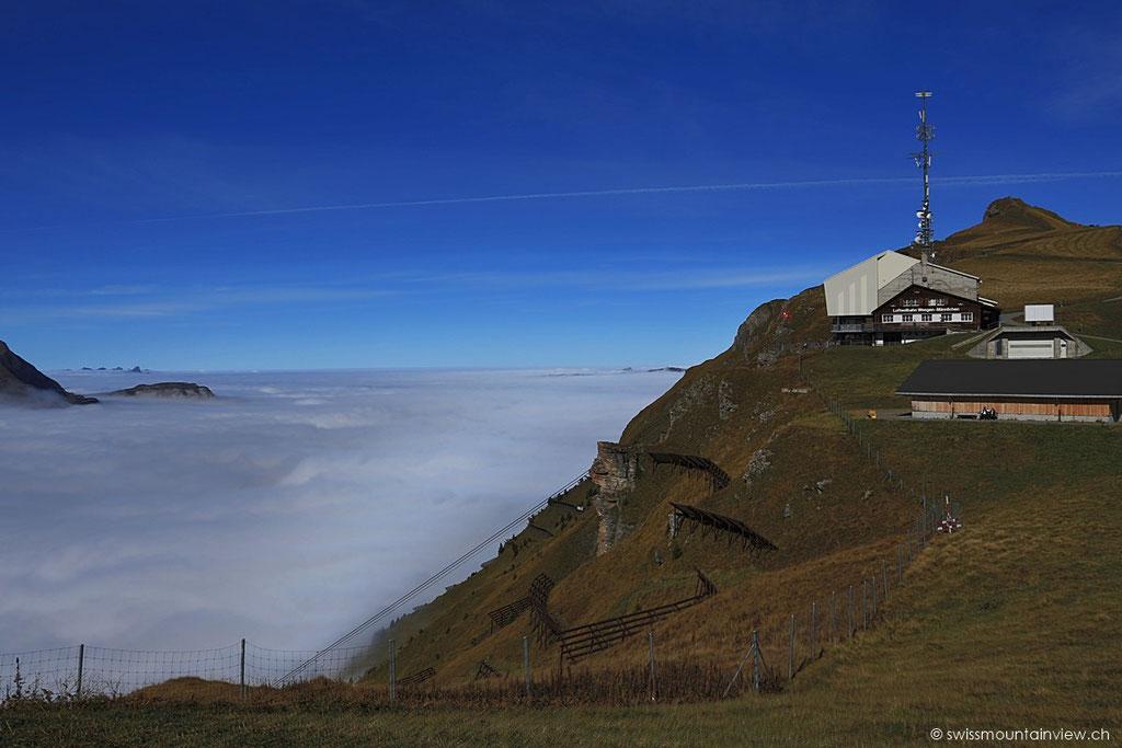 Glück gehabt, dass der Männlichen mit seinen fast 2'300 m aus dem Nebel ragt (wir hatten das sicherheitshalber vorher noch auf der Webcam gecheckt ;).