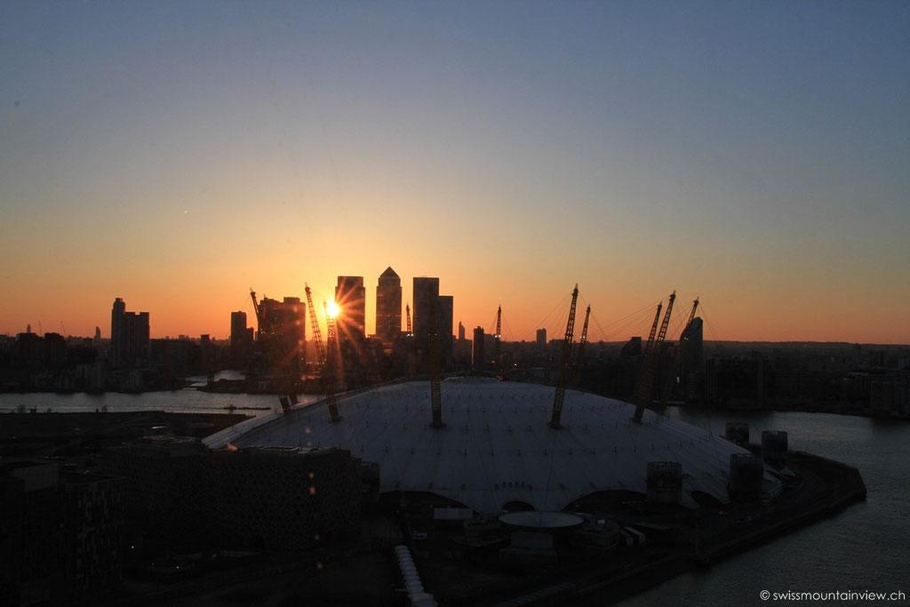 Sonnenuntergang bei der O2 Arena - Emirate Arways
