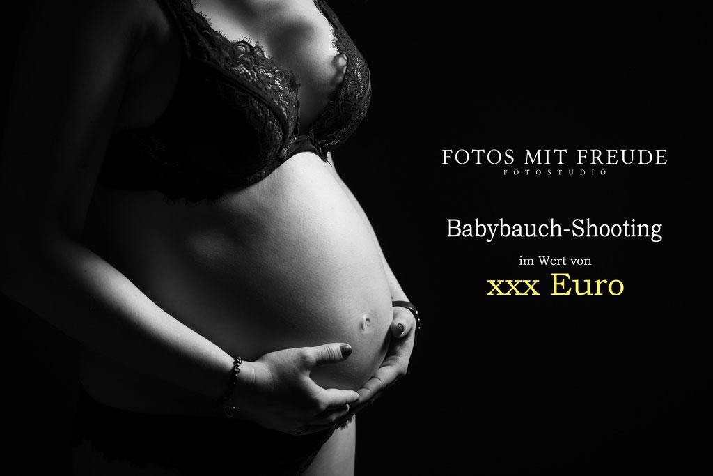 Fotografin Erlangen macht sinnliche Babybauch Fotos in der Schwangerschaft auch als Geschenk Gutschein
