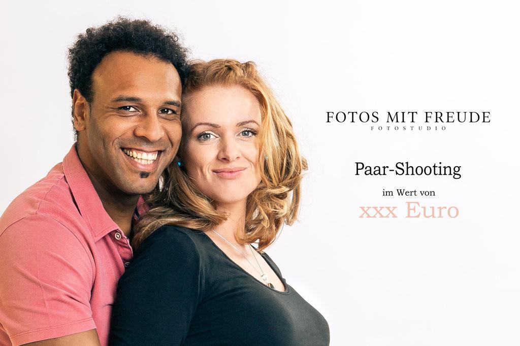 Romantisches Pärchenshooting für Paar ist ein super Geschenk und gibt es jetzt auch als Gutschein im Fotostudio in Erlangen