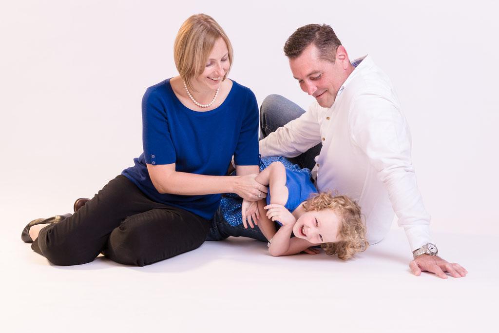 Lustiges Familien Fotoshooting beim besten Fotografen für Familienfotos, Nürnberg, Erlangen, Fürth