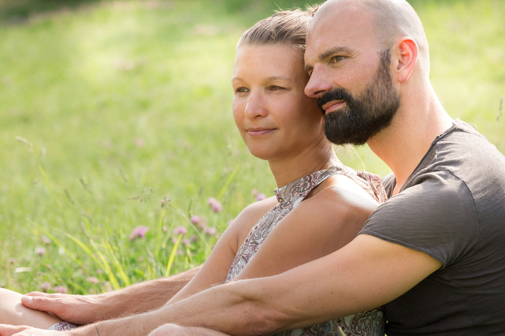 Fotoshooting für Paare natürlich Outdoor mit sympathischen Fotografen aus Erlangen