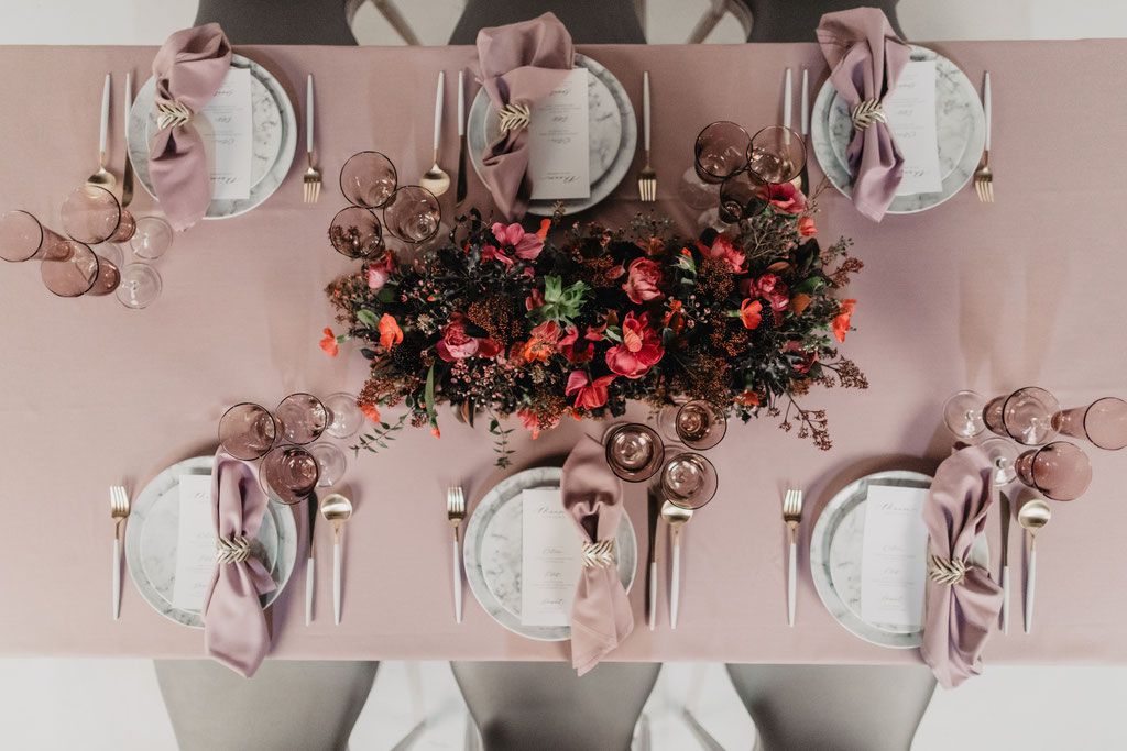 fuchsia pink mauve and gold wedding table set-up