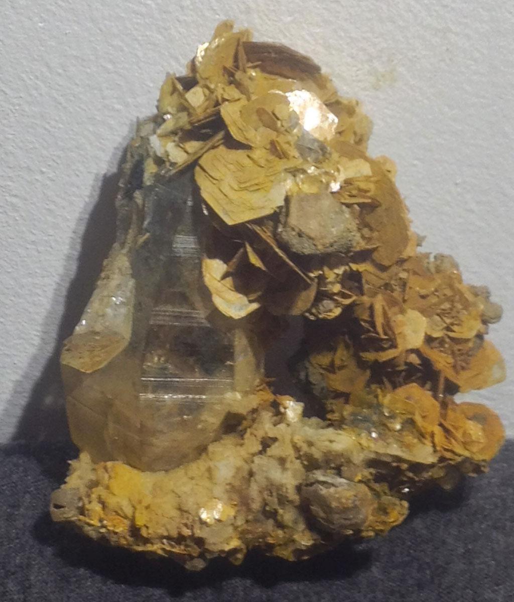 Interessante Quarz-Muskovit Verwachsung (6 cm).