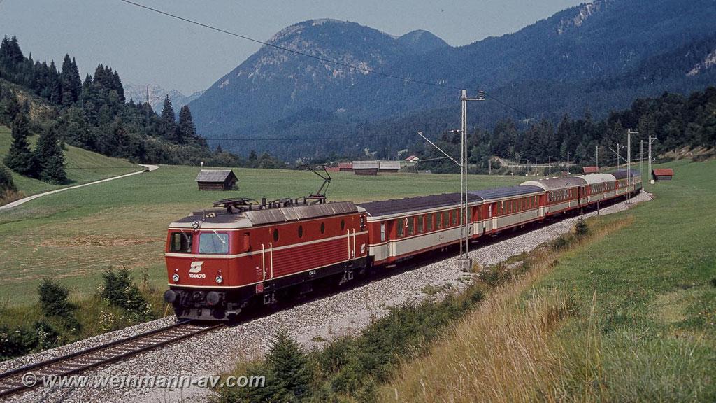 ÖBB Reihe 1044 mit Eilzug bei Klais (1983)