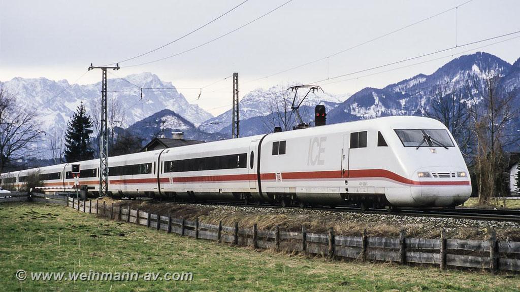 BR 401 ICE bei Ohlstadt mit der Zugspitze im Hintergrund (1994)