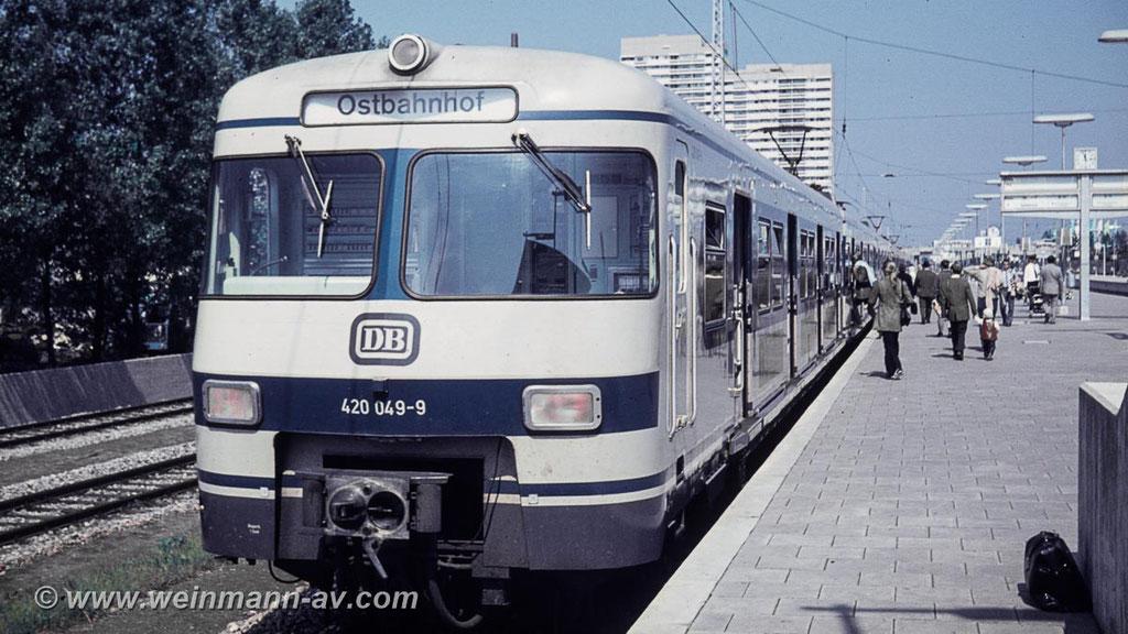 BR 420 im Bahnhof Olympiastadion München (1972)