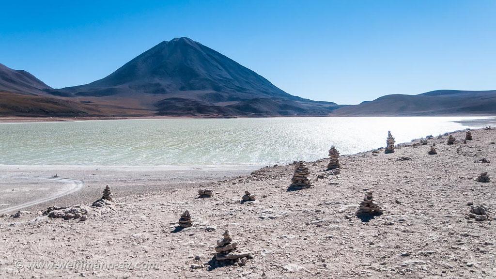 Laguna Verde mit dem Vulkan Lacancabur (4329m)