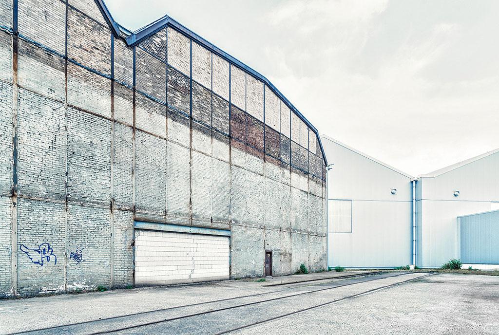 """""""Zeitwandel"""": Alte Werkshalle vs. neuem Indstriegebäude in Dortmund"""
