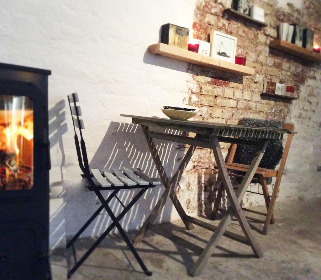 Werkstatt-Ofen sorgt für kuschelige Wärme im hej in Düsseldorf Flingern