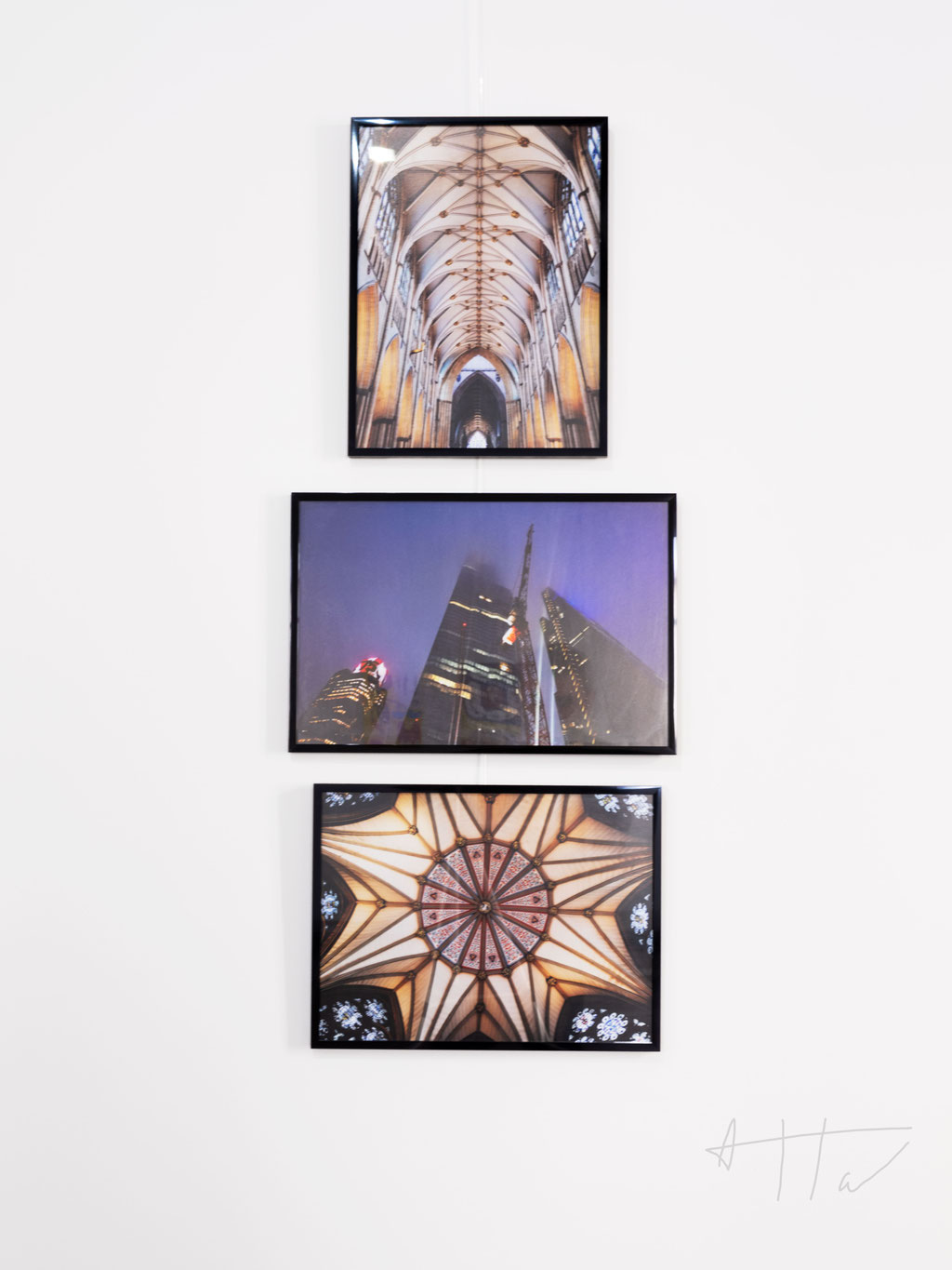 From top to bottom: Cathedral de York 1 (30x40 cm), Londres de nuit (30x45 cm), Cathedral de York 2 (40x30 cm), framed matt print, series of 5 prints + 2 AP. (each artwork).