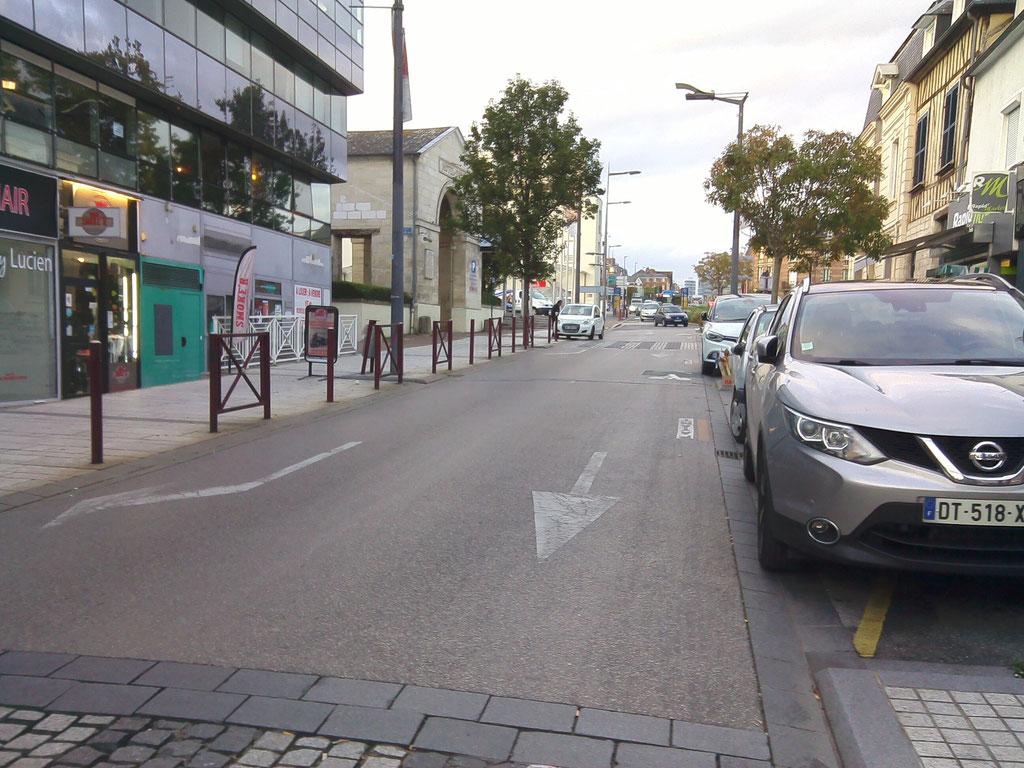 Rue Gambetta : pourquoi avoir laisser deux voies aux voitures ?