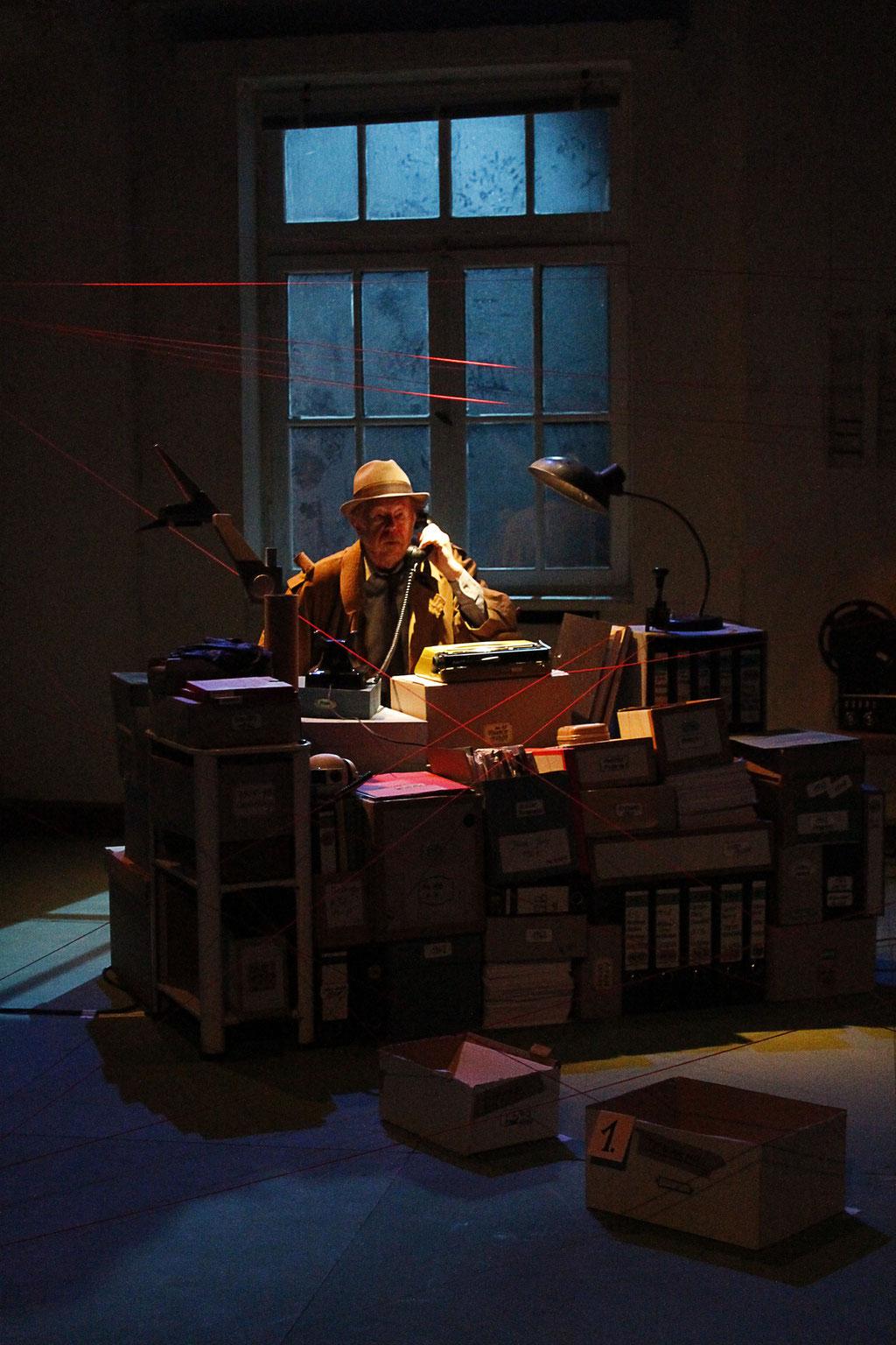 2014 Bühne & Kostüm. 'Spur & Wirklichkeit' Regie: Gabriel von Zadow | Bühne, Kostüm & Licht: Teresa Katharina | LAB FRANKFURT