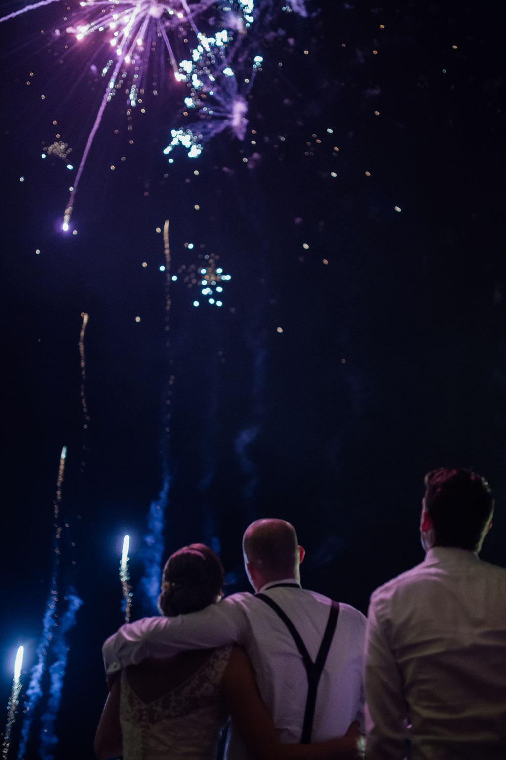 Hochzeitsfotografie Wettenberg Burg Gleiberg Hochzeit Timo Barwitzki Paar Outdoor Nacht Feuerwerk Hochzeitsfeuerwerk