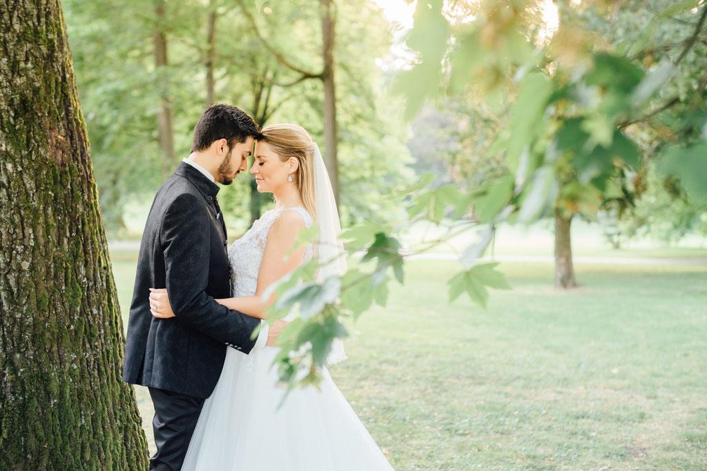 Hochzeitsfotografie Fotograf Hochzeit Gießen Timo Barwitzki Paar Outdoor Wald sinnlich Liebe Köpfe