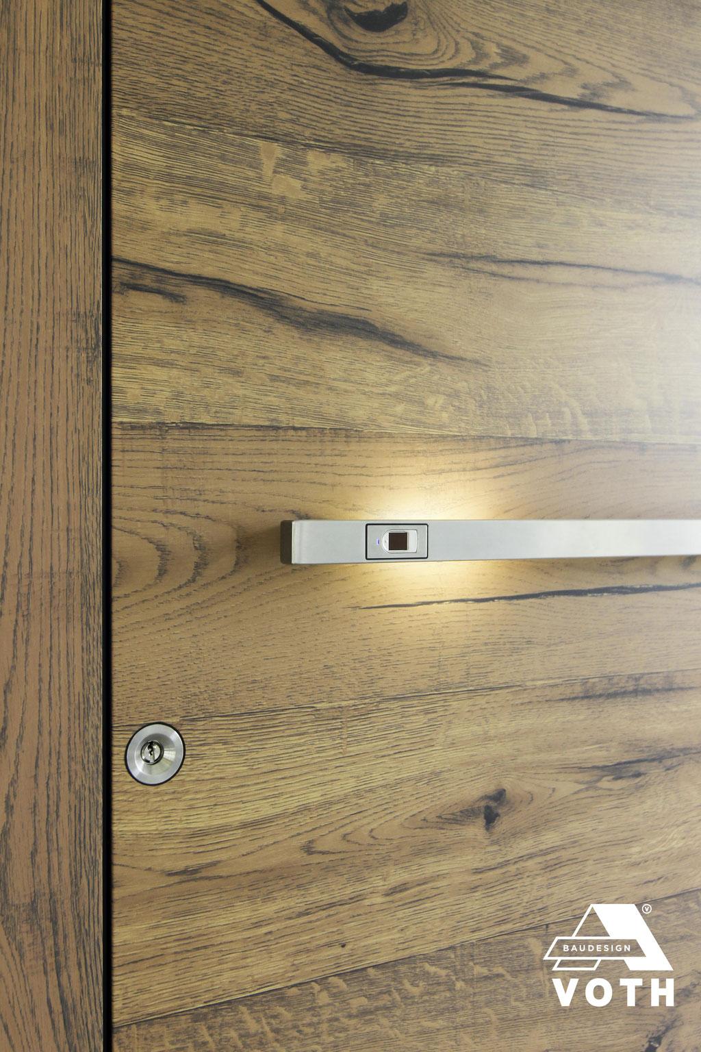 Schüco Haustüre aus Aluminium in Alt-Holz Oberfläche