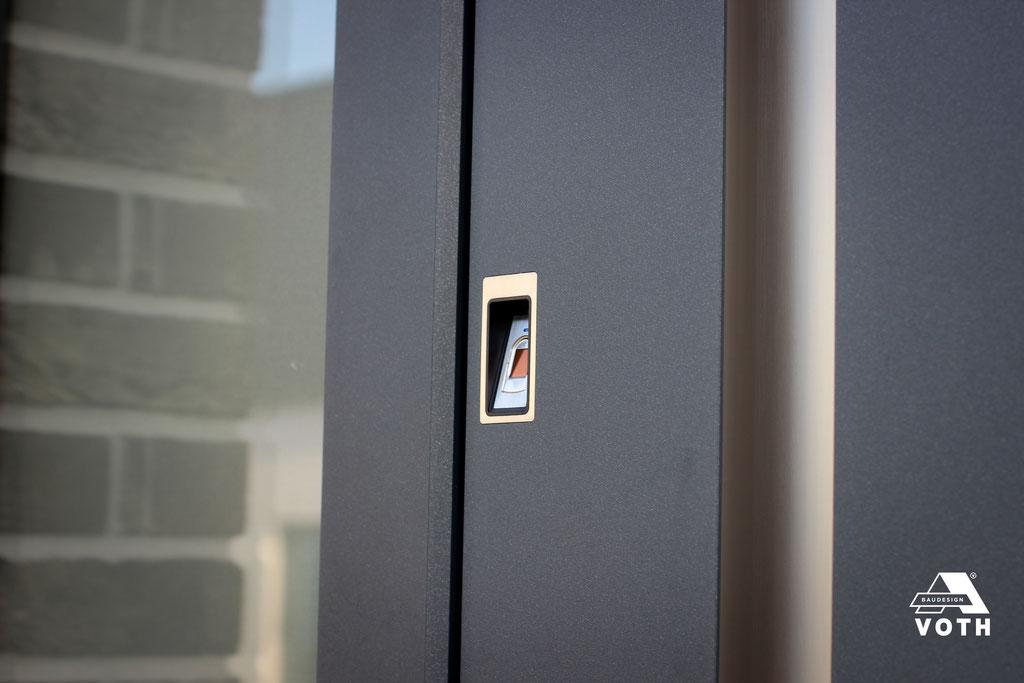 Inotherm Haustüre mit Fingerscan