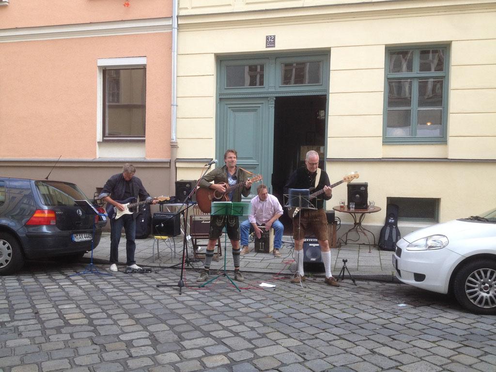 """Auftritt der Band """"Grüneis"""" auf der Knöbel-Wiesn."""