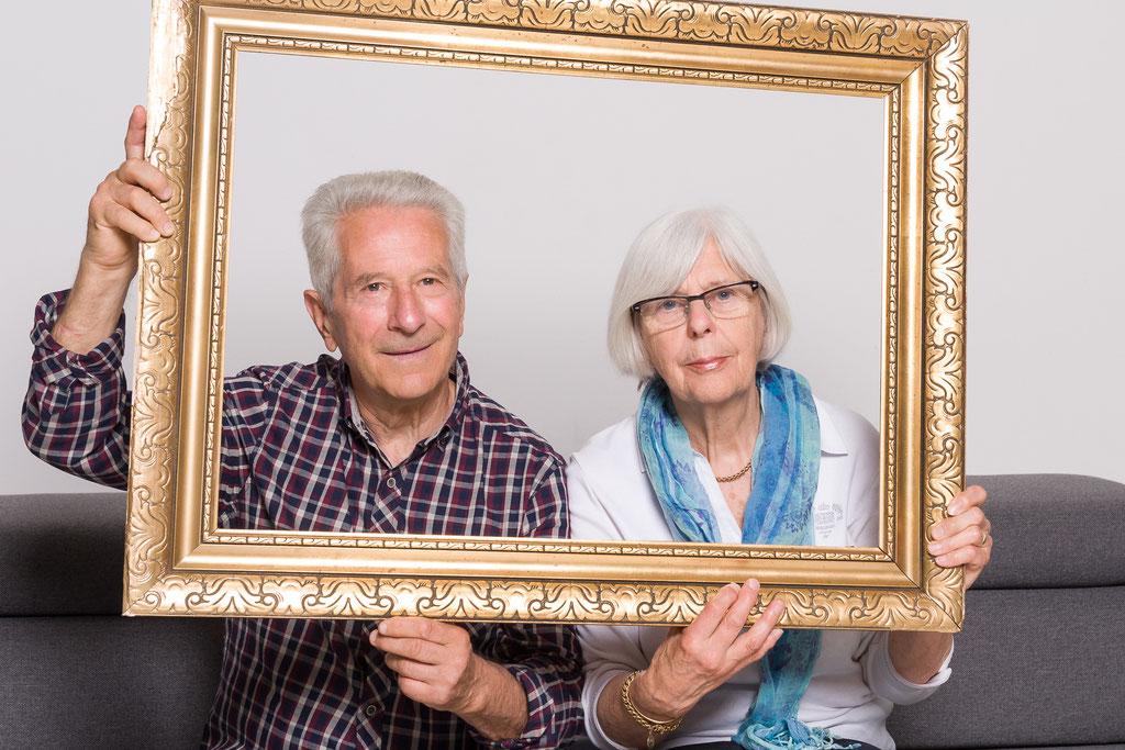 Familie-Gruppe-Portrait-Studio-Freude
