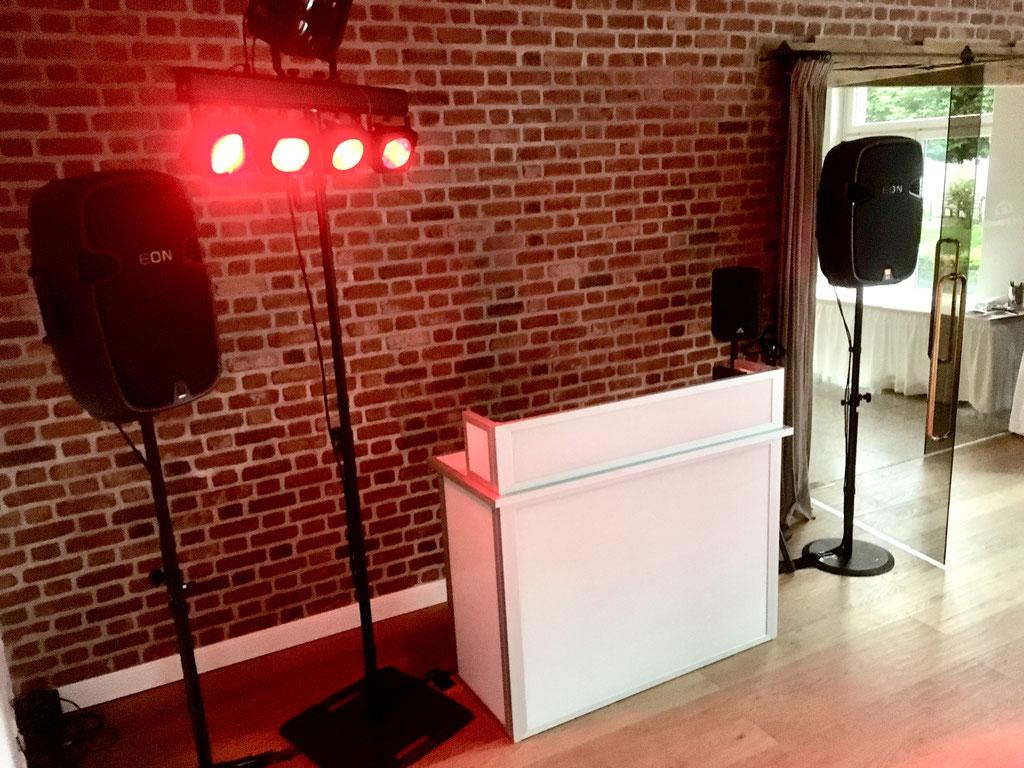 Ton- und Lichtanlage für 60 Personen