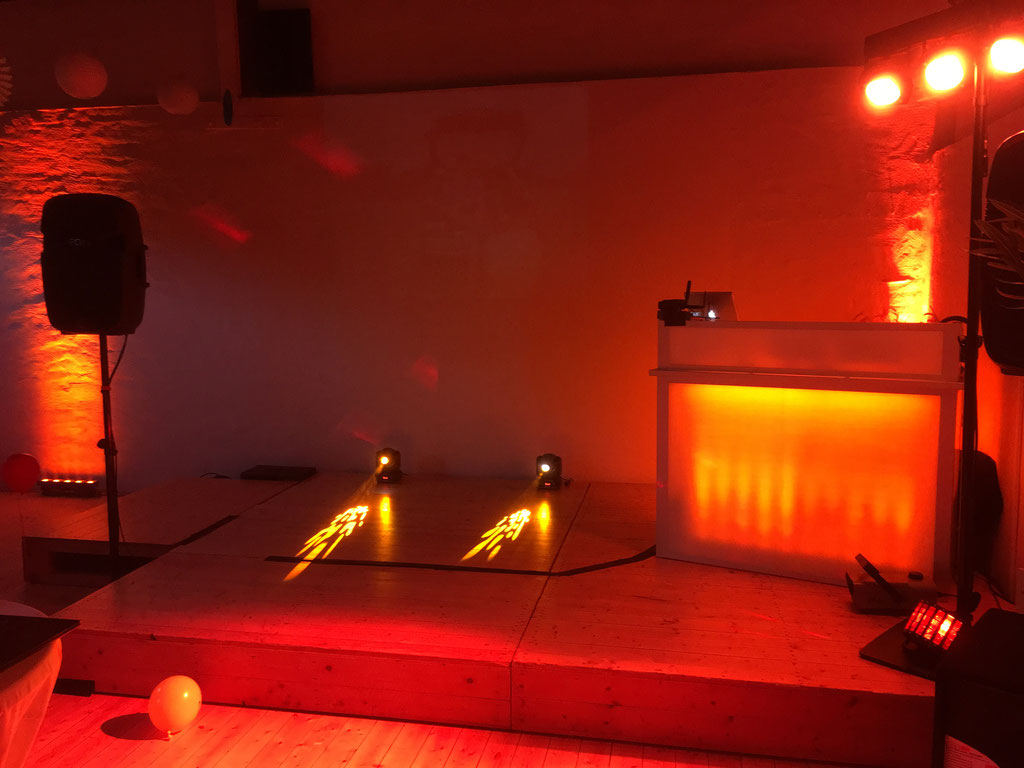 Ton- und Lichtanlage für 80 Personen mit Lichtpaket Moving Heads