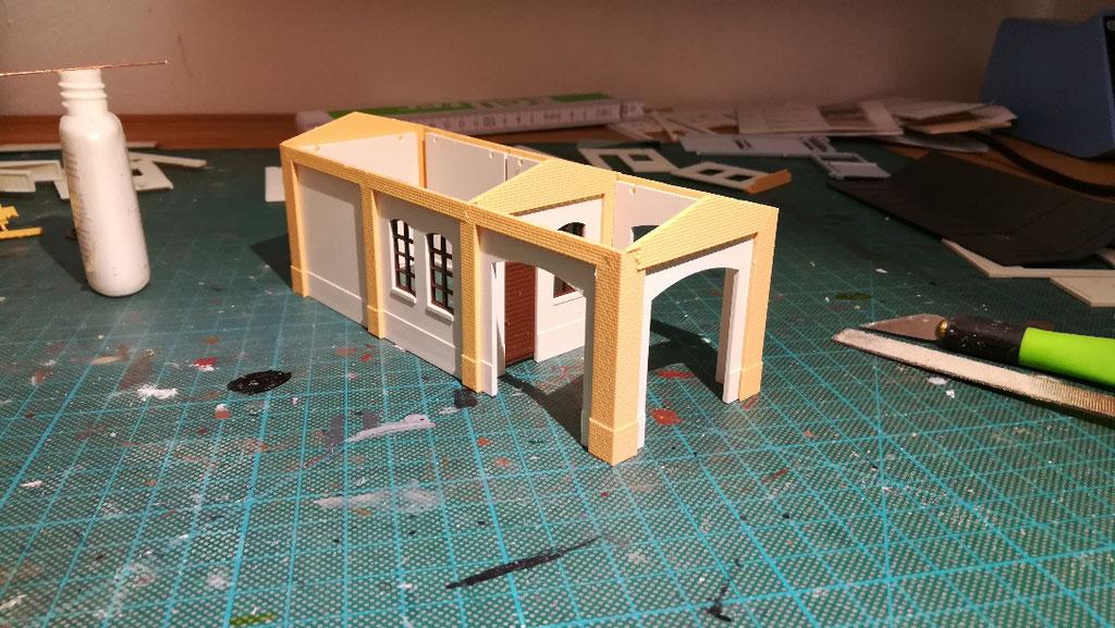 Das Pförtnerhaus entsteht.