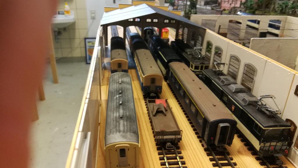 Auch einige Fahrzeuge stehen probeweise im neuen Depot.
