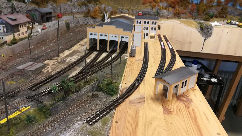 Übersichtsbild. Die Gleise liegen erstmal nur  provisorisch, um den Gleisverlauf anzudeuten.