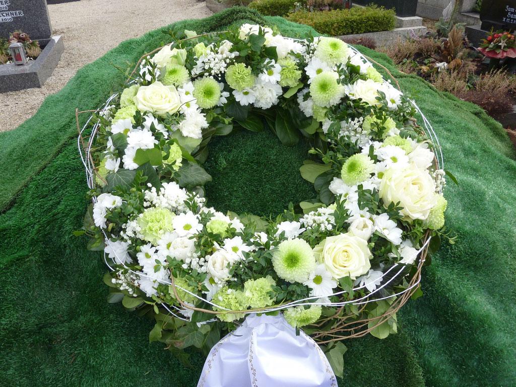 Kranz, rund weiß-grün