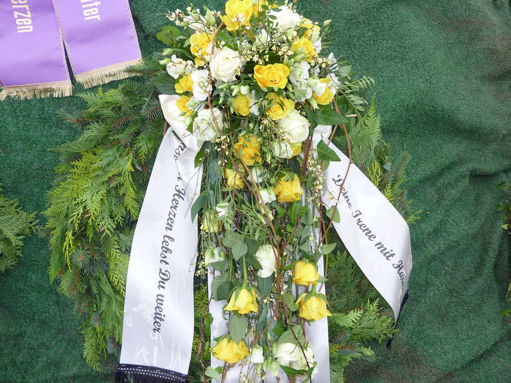 Kranz, modern, mittig Blumen