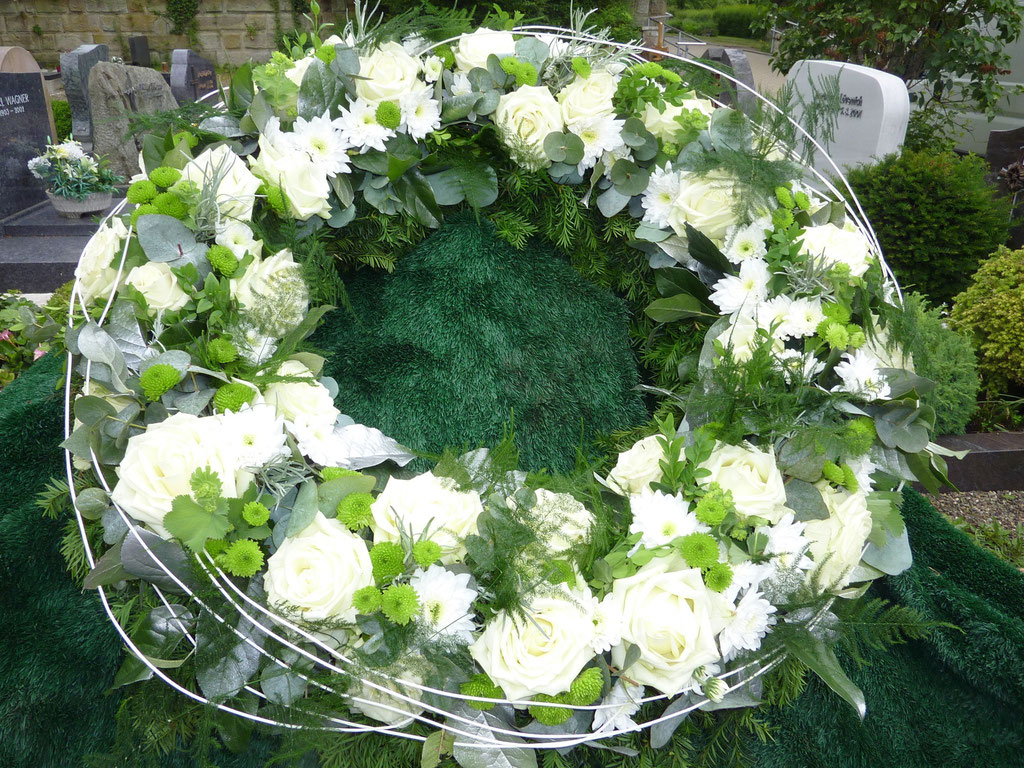 Kranz, rund, weiß-grün