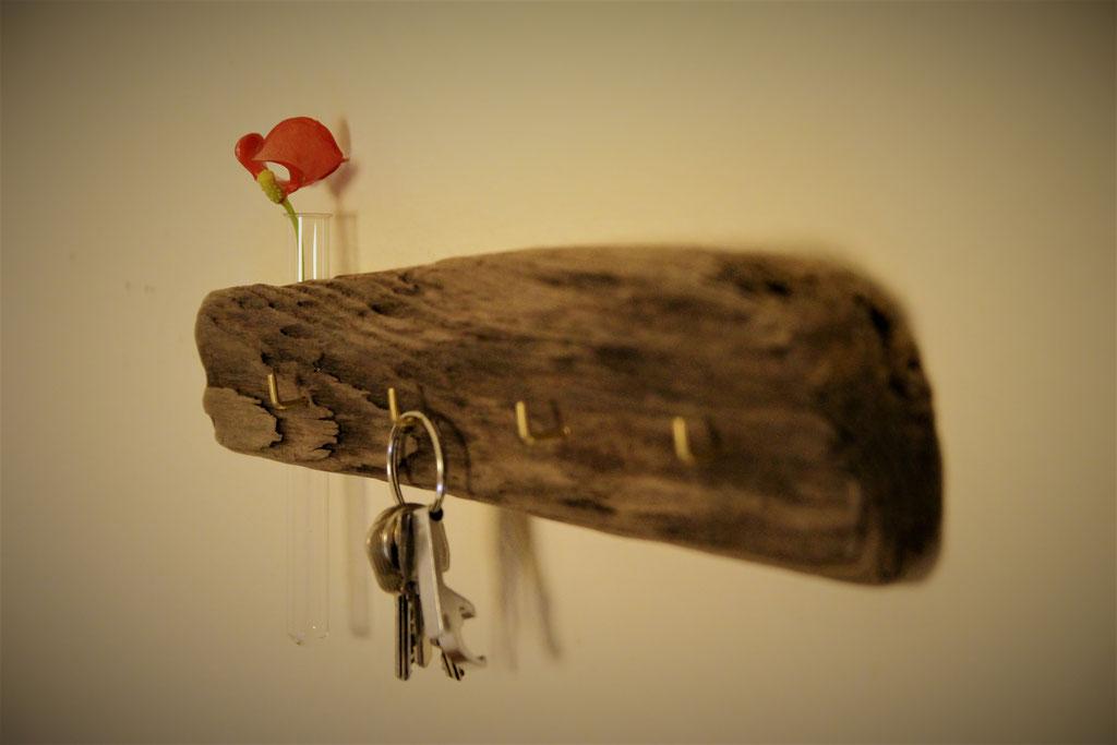 Schlüsselleiste mit Vase ca.35cm lang. Preis: 25€