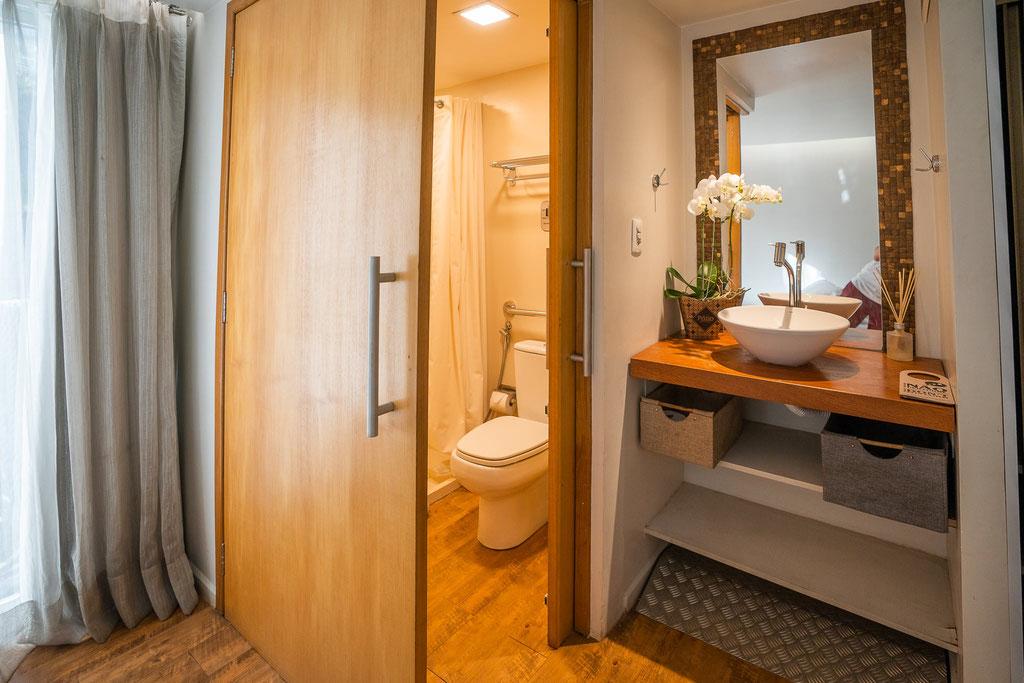 FFTC.club - Untamed Angling Brazil - Marie Rio de Gigantes - Untamed Amazon Vessel - cabin bathroom