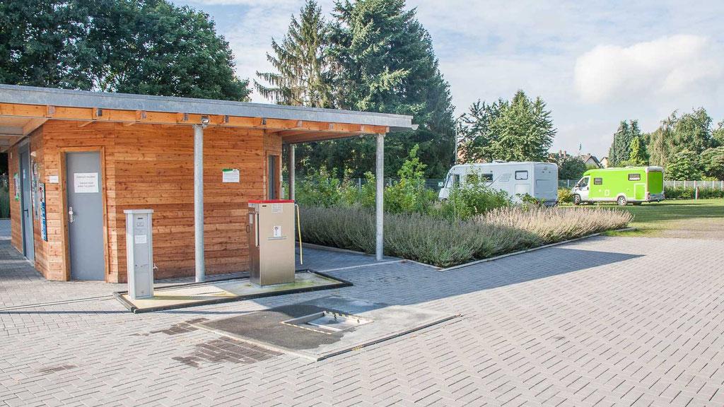 Funktionshaus und Stellplätze - Wohnmobilstellplatz Niederrhein in Neukirchen-Vluyn